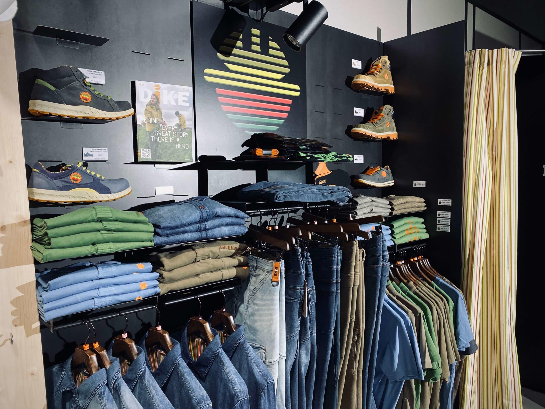 Vetements DIKE, jean, veste, blouson, bonnet, gants, chaussettes, polo, t-shirt